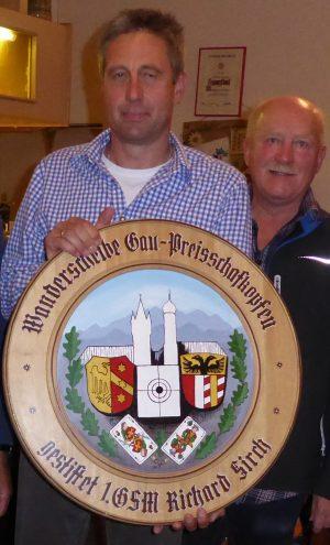 Peter Losch gewinnt das Preisschafkopfen im Sportschützengau Kaufbeuren-Marktoberdorf. Foto: Betti Bechteler