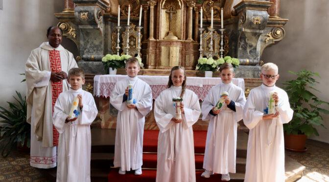 Erstkommunion für fünf Kinder
